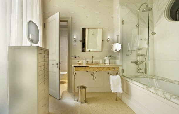 paris_apartment_poincare_badezimmer_marble
