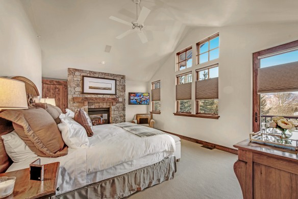 USA:Colorado:Aspen:Timber'sTownhome_Hilltop:bedroom024.jpg