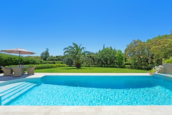 France:St. Tropez:VillaChenelle_VillaChantal:pool4.jpg