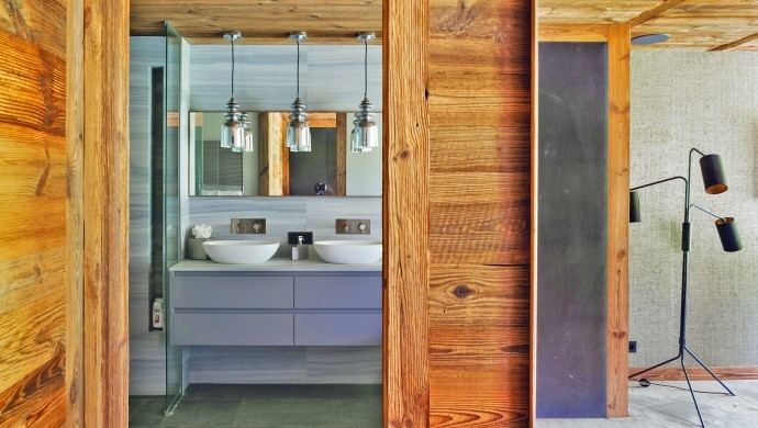 France:Megeve:ChaletNoma_ChaletNellie:bathroom7686.jpg