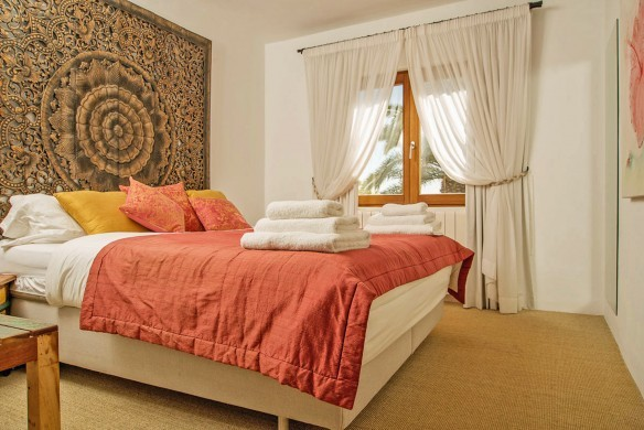 Spain:Ibiza:VistaSolDenSerra_VillaSerafin:bedroom31.jpg