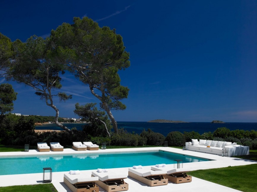 ibiza_villa_water_edge_pool_meerblick