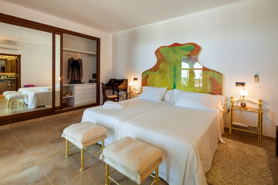 Spain:Ibiza:VillaMiami_Mirellabedroom22.jpg
