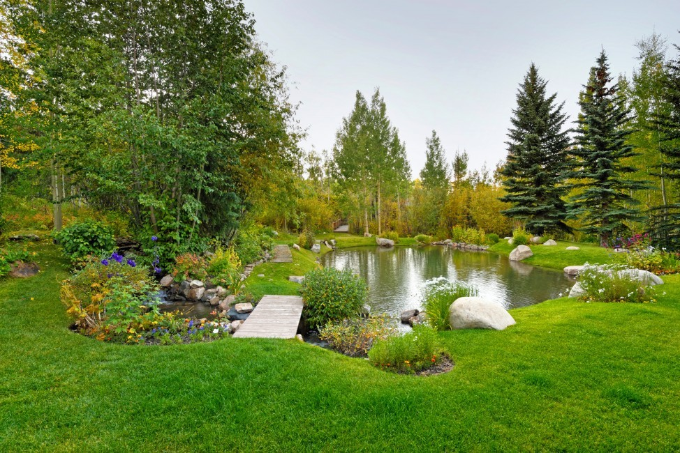 USA:Colorado:Aspen:SnowmassSlopeside_TheSlopes:garden.jpg