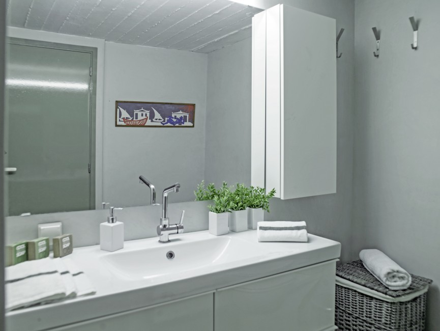 Greece:Peloponnese:Spetses:VillaSirena_VillaSerena:bathroom4.jpg