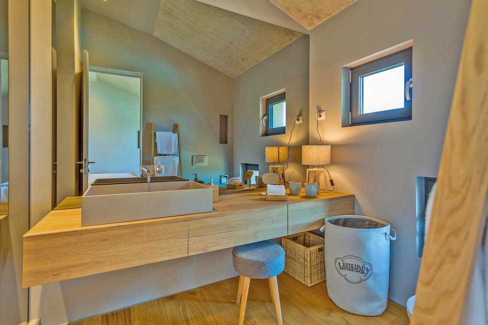 Croatia:Zamask:VillaViewu_VillaIna:bathroom24..jpg