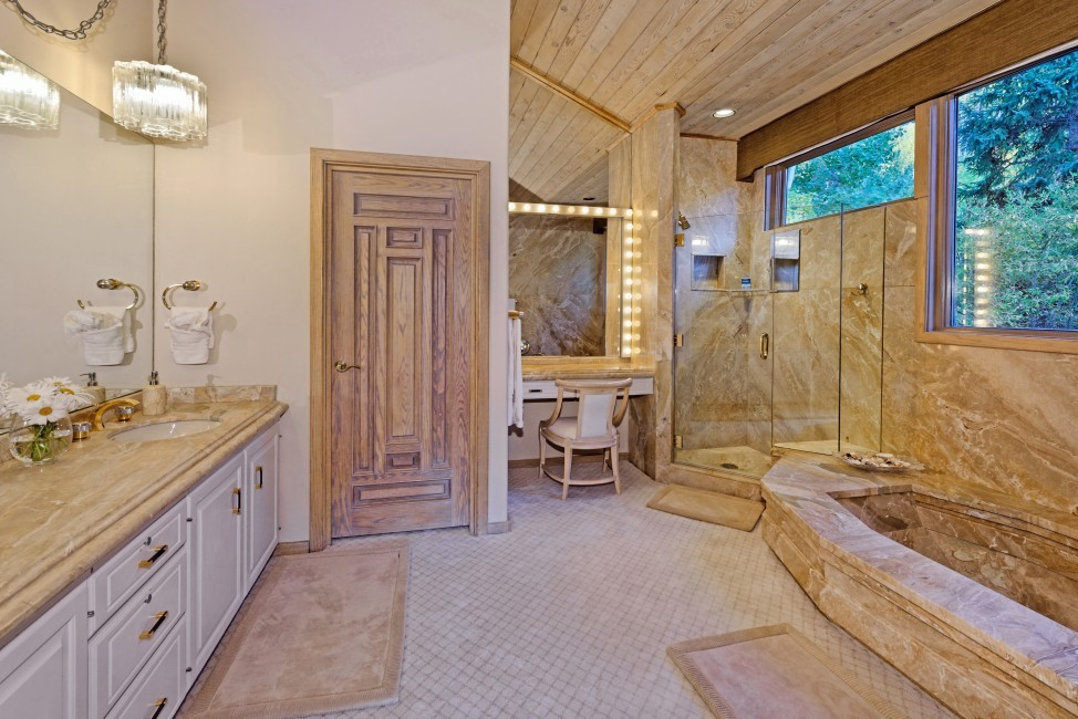USA:Colorado:Aspen:SnowmassSlopeside_TheSlopes:bathroom98.jpg