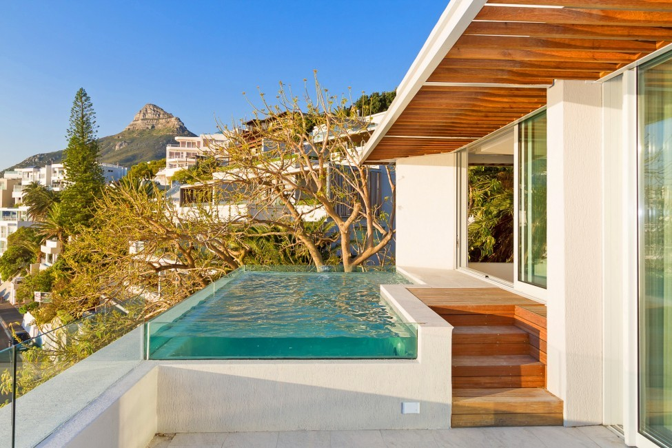 SouthAfrica:CapeTown:Rock_ApartmentRoxey:pool8.jpg