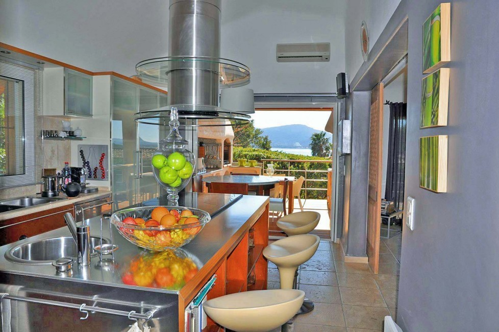 France:Corsica:Sperone:RL145_VillaMarcelle:kitchen1.jpg