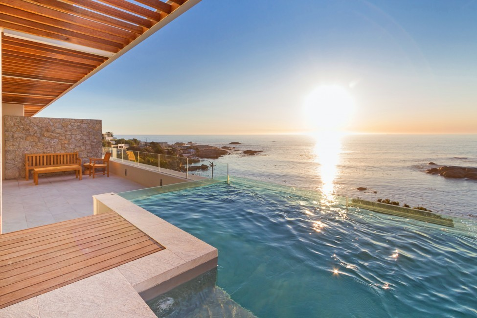 SouthAfrica:CapeTown:Rock_ApartmentRoxey:pool9.jpg