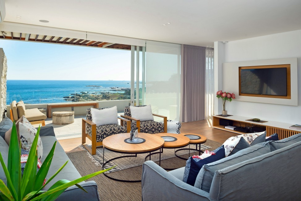 SouthAfrica:CapeTown:Rock_ApartmentRoxey:livingroom42.jpg