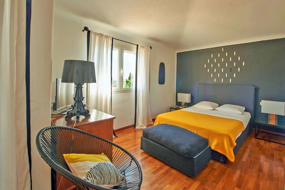 France:Corsica:Sperone:RL145_VillaMarcelle:bedroom46.jpg