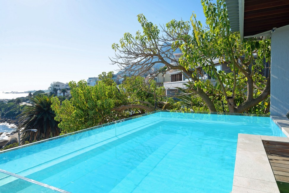 SouthAfrica:CapeTown:Rock_ApartmentRoxey:pool2.jpg