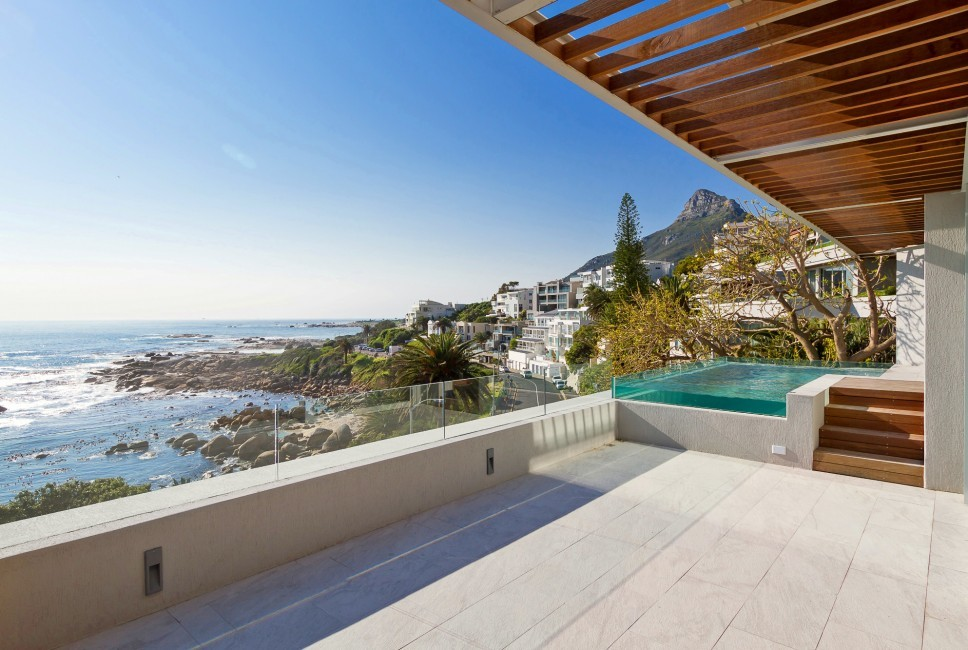 SouthAfrica:CapeTown:Rock_ApartmentRoxey:terrace6.jpg