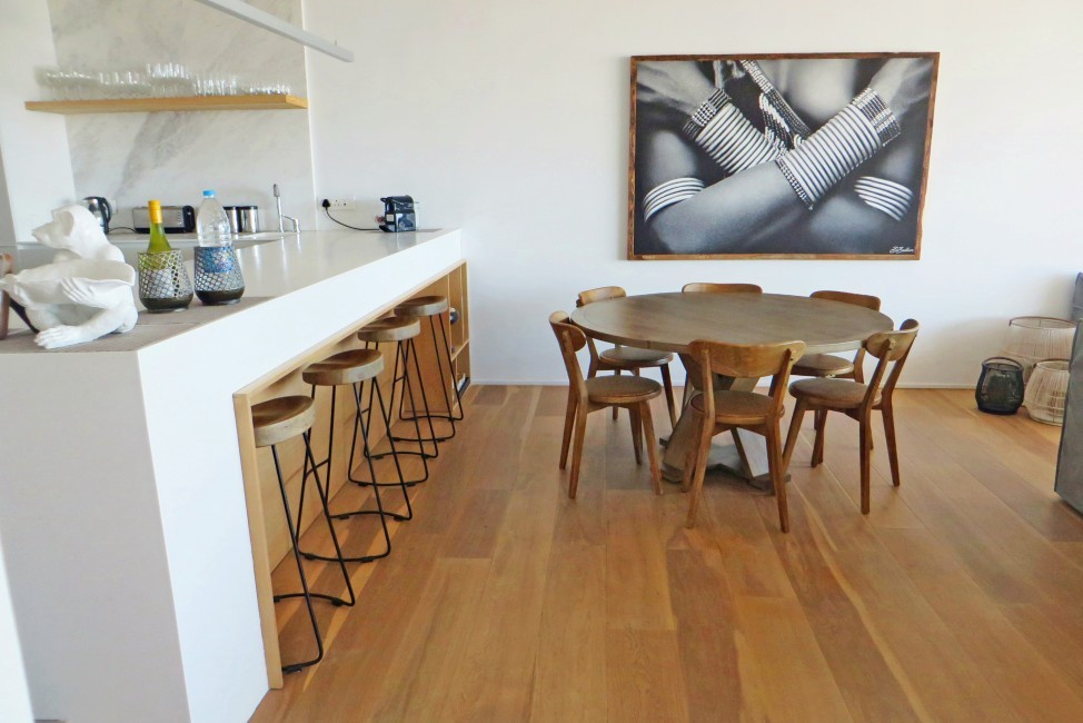 SouthAfrica:CapeTown:Rock_ApartmentRoxey:diningroom.jpg