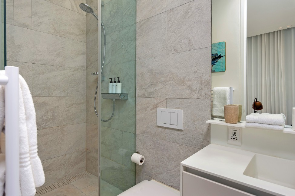 SouthAfrica:CapeTown:Rock_ApartmentRoxey:bathroom46.jpg