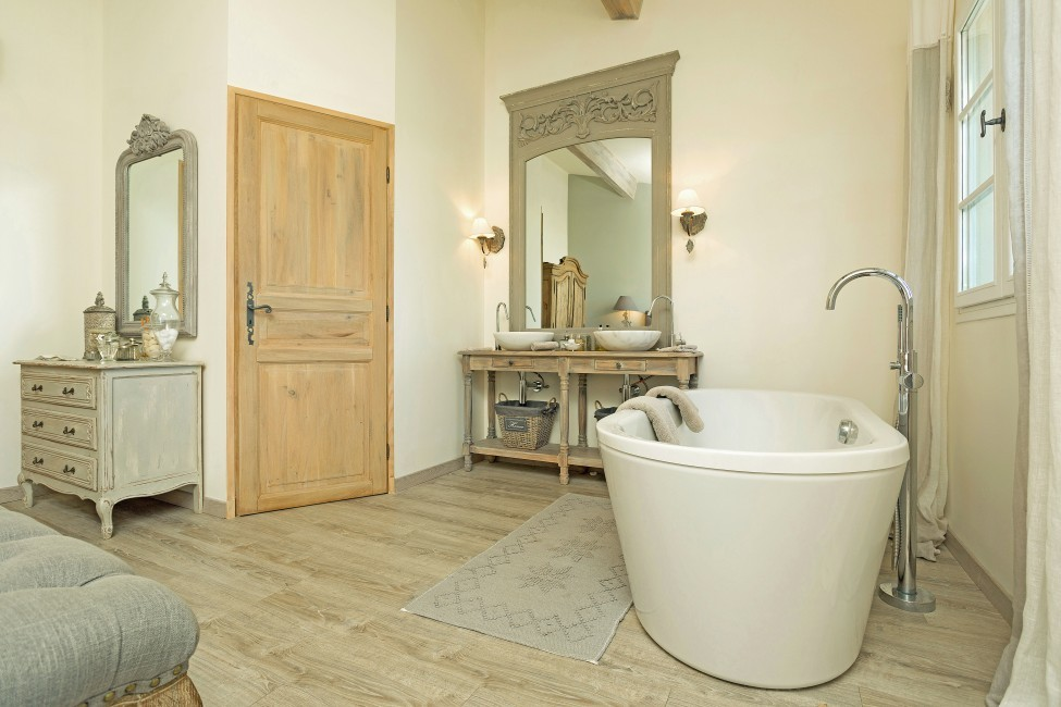 France:St. Tropez:VillaChenelle_VillaChantal:bathroom3.jpg