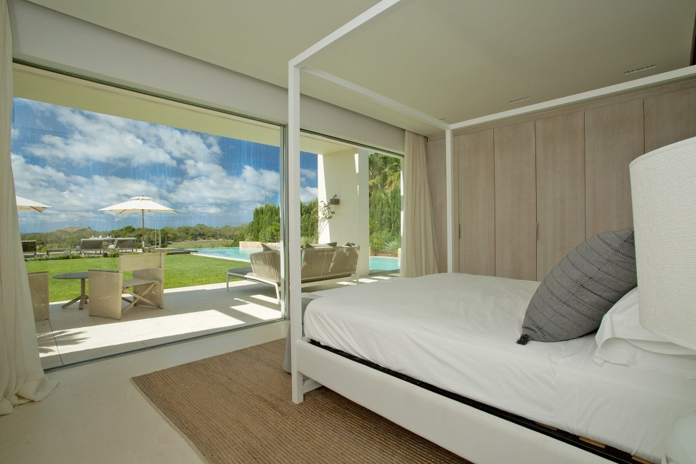 Spain:Ibiza:CalaContaDream_VillaClarinda:bedroom2.jpg