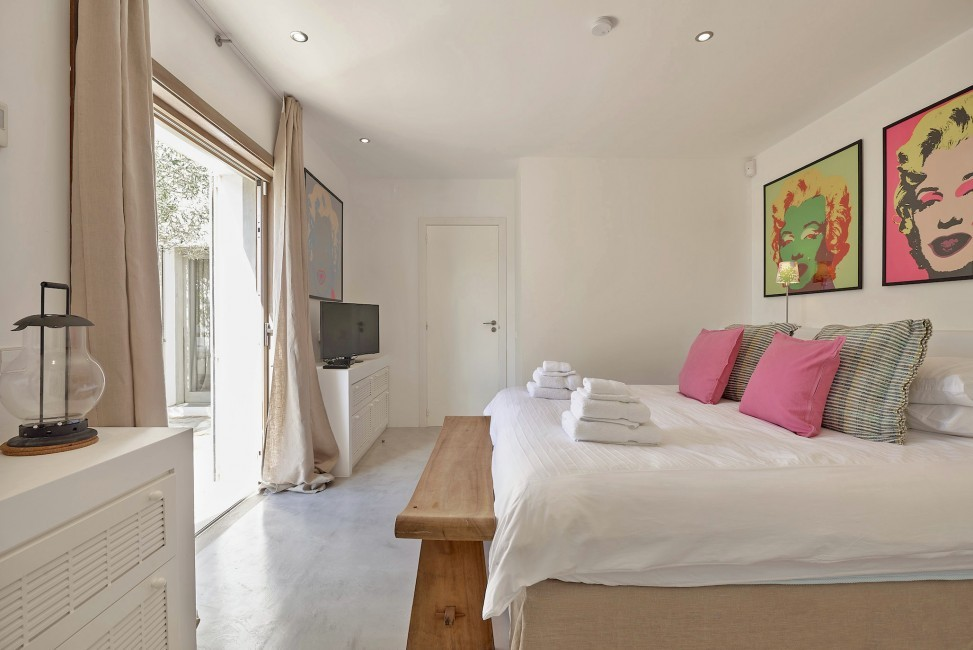 Spain:Ibiza:CanJuana_VillaJacinta:bedroom42.jpg