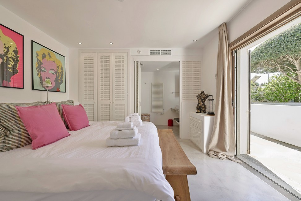 Spain:Ibiza:CanJuana_VillaJacinta:bedroom39.jpg