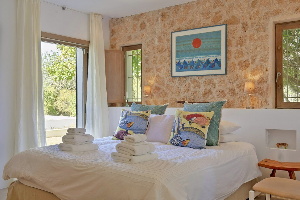 Spain:Ibiza:CanJuana_VillaJacinta:bedroom27.jpg
