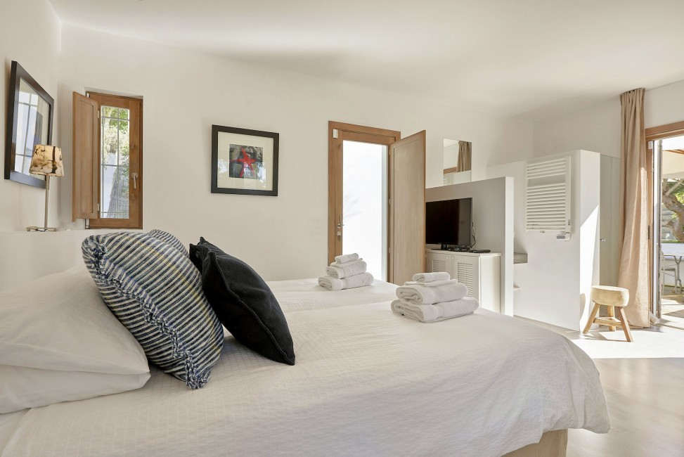 Spain:Ibiza:CanJuana_VillaJacinta:bedroom50.jpg