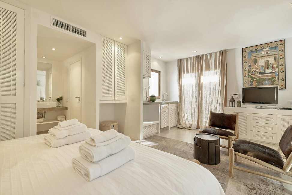 Spain:Ibiza:CanJuana_VillaJacinta:bedroom46.jpg
