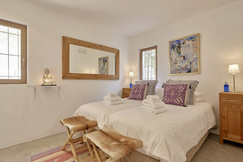 Spain:Ibiza:CanJuana_VillaJacinta:bedroom32.jpg