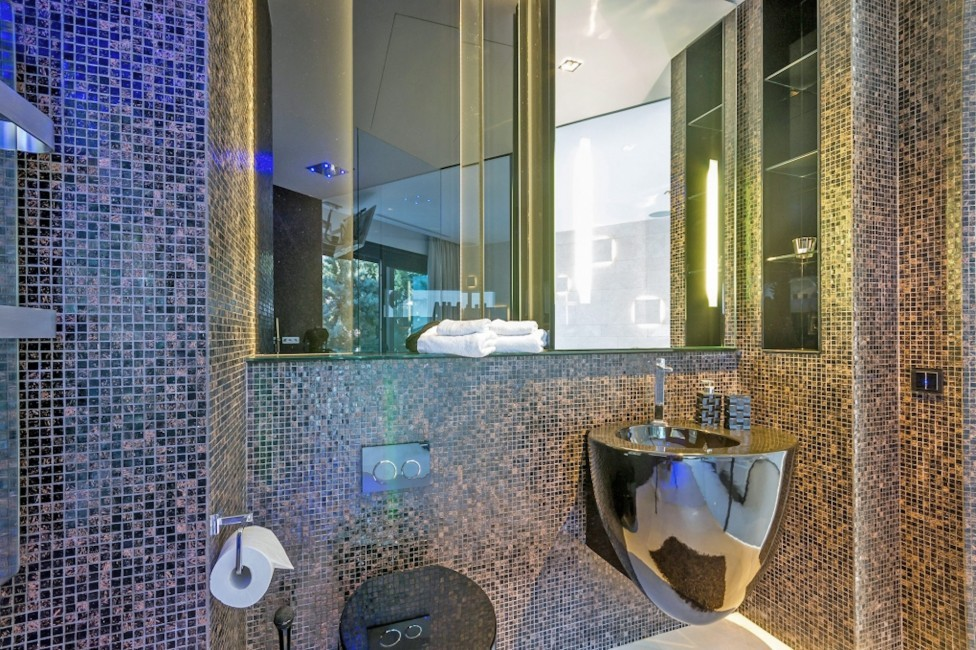 Spain:Ibiza:VillaBuena_VillaEster:bathroom1.jpg
