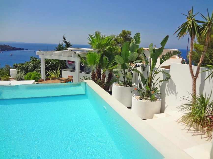 Spain:Ibiza:VillaBuena_VillaEster:pool31.JPG