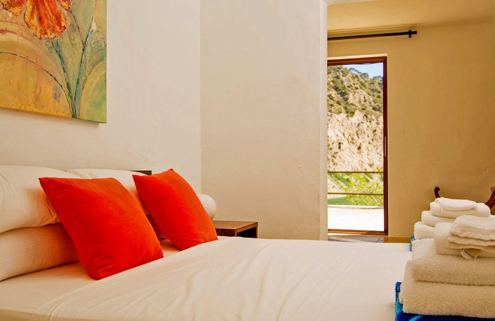 Spain:Ibiza:VistaSolDenSerra_VillaSerafin:bedroom30.jpg