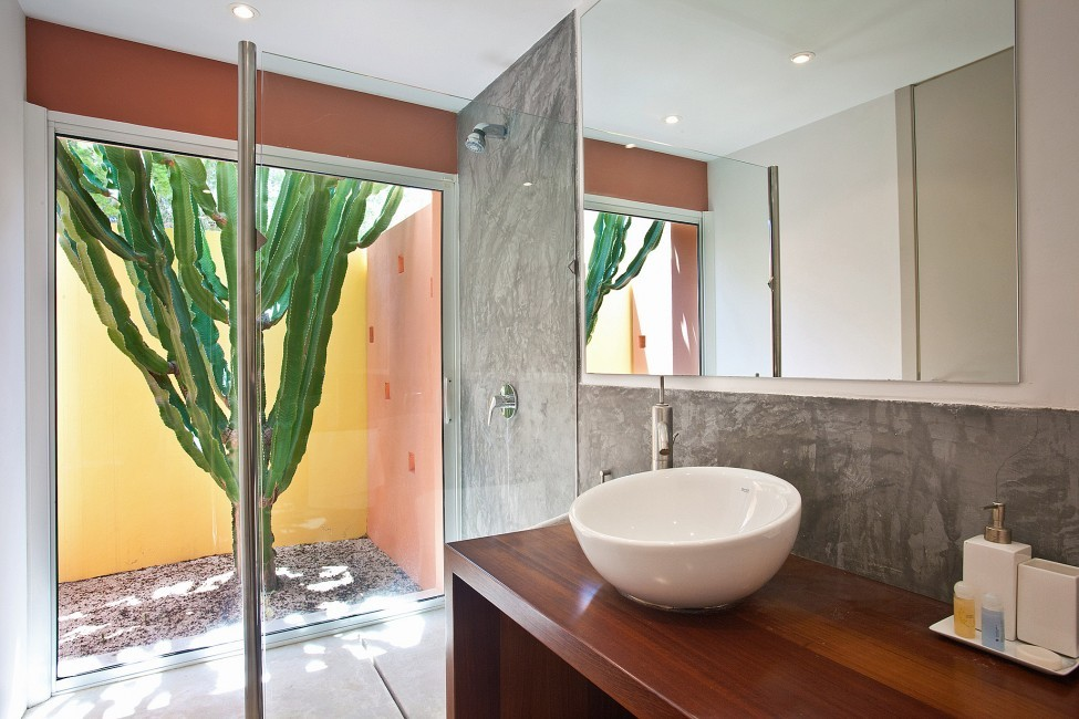 Spain:Ibiza:PepCalo_VillaChello:bathroom51.jpg