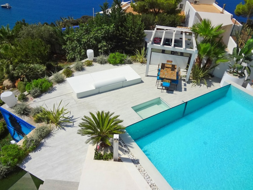 Spain:Ibiza:VillaBuena_VillaEster:pool29.JPG